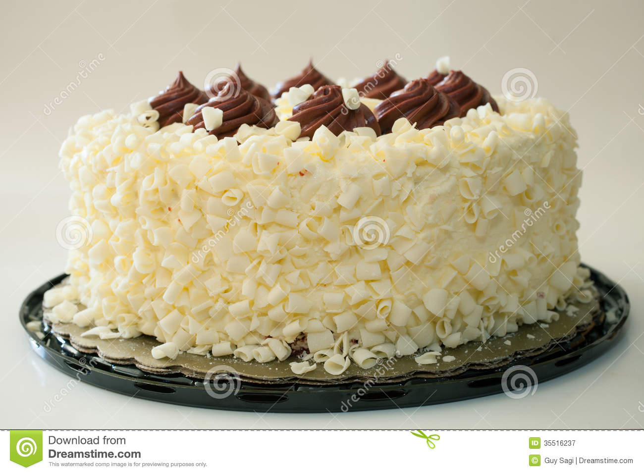Fancy Red And White Cakes