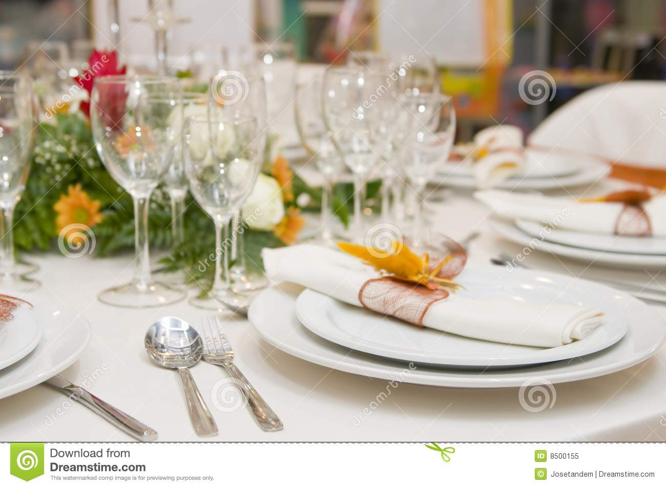 Fancy table set for a wedding celebration royalty free for Position verre sur table