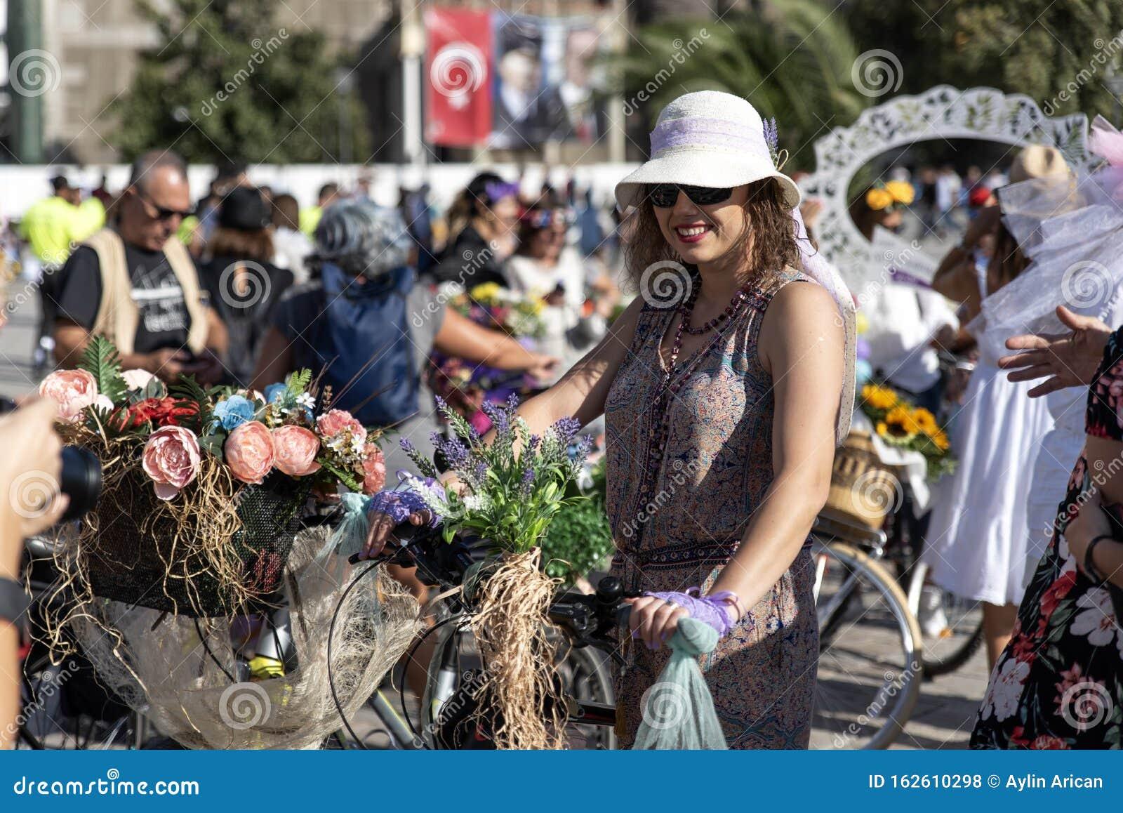 Fancy Women Bike Ride Women S Cycling Activity Editorial Stock Photo Image Of Beauty Decoration 162610298