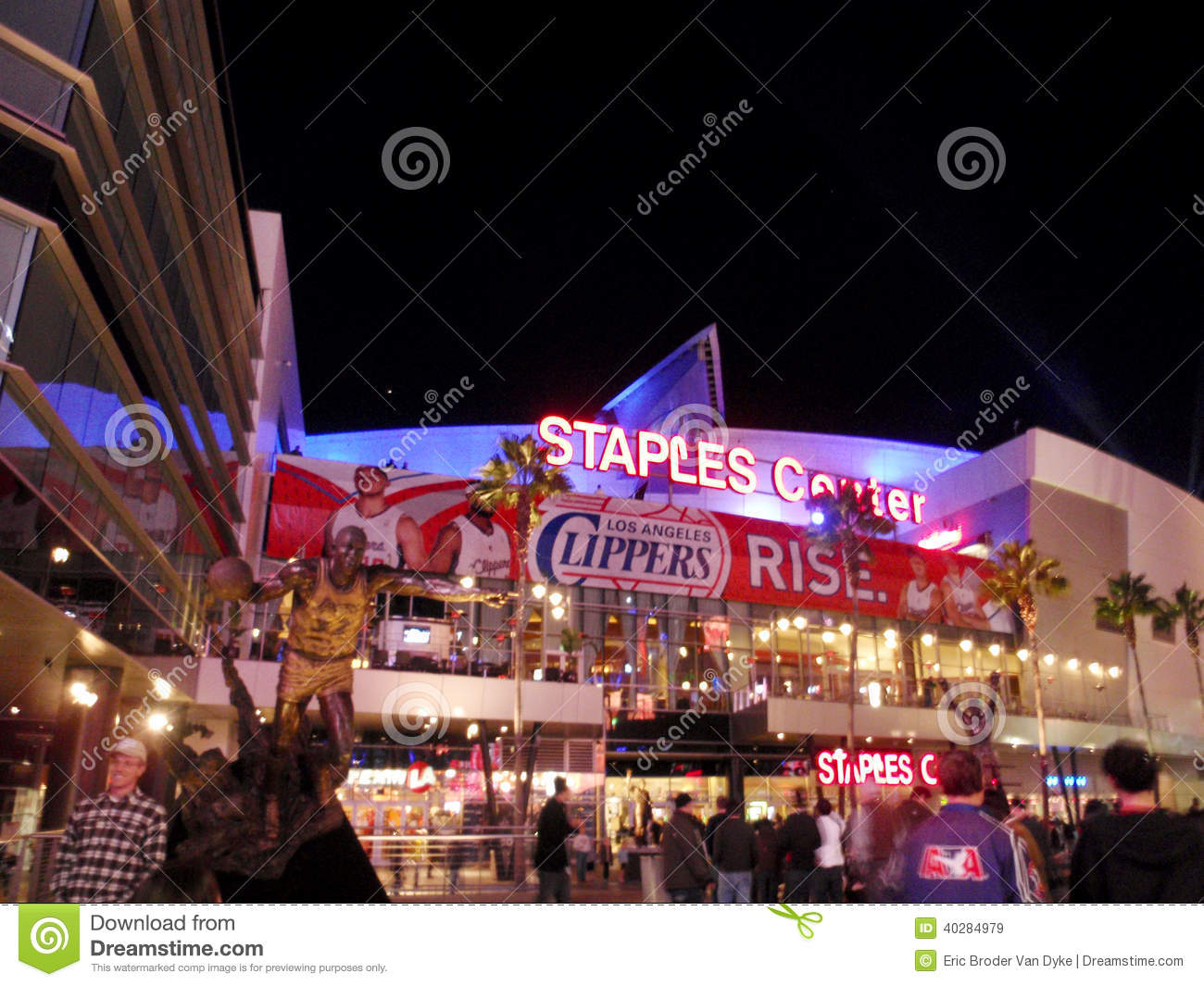 Fans Enter Staples Center During Clippers Game At Night Editorial