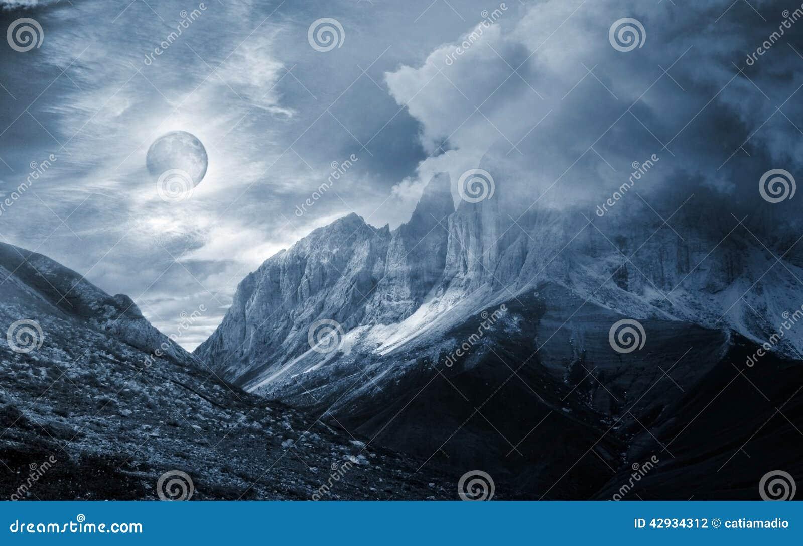 Fantasia do cenário da montanha