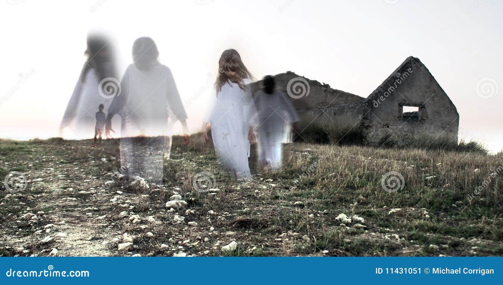 """Un suono """"elettrico"""" Fantasma-del-bambino-femminile-casa-abbandonata-11431051"""