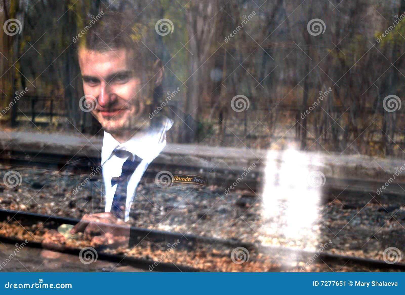 Fantasma del hombre joven de Smilimg