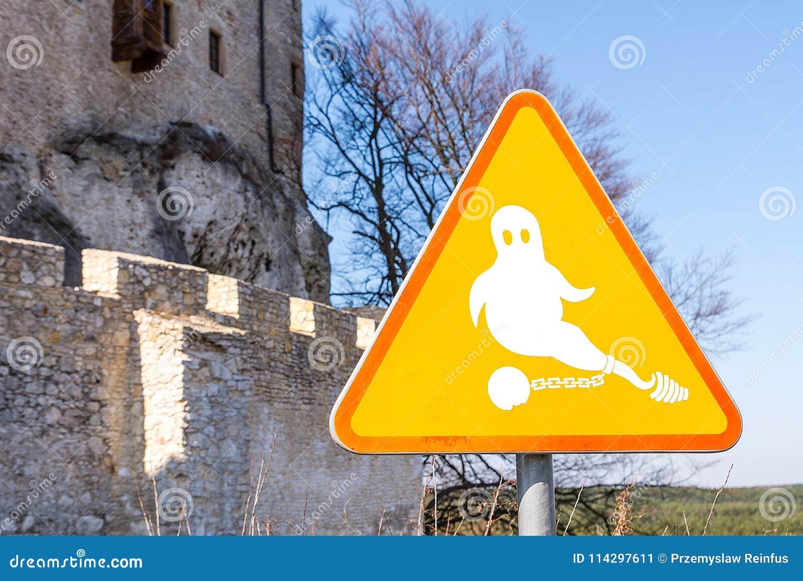Fantasma en la muestra cerca del castillo en Bobolice Polonia