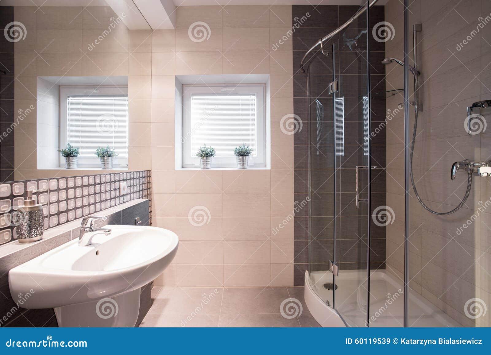 fantastisches badezimmer mit großer dusche stockfoto - bild: 60119539, Hause ideen