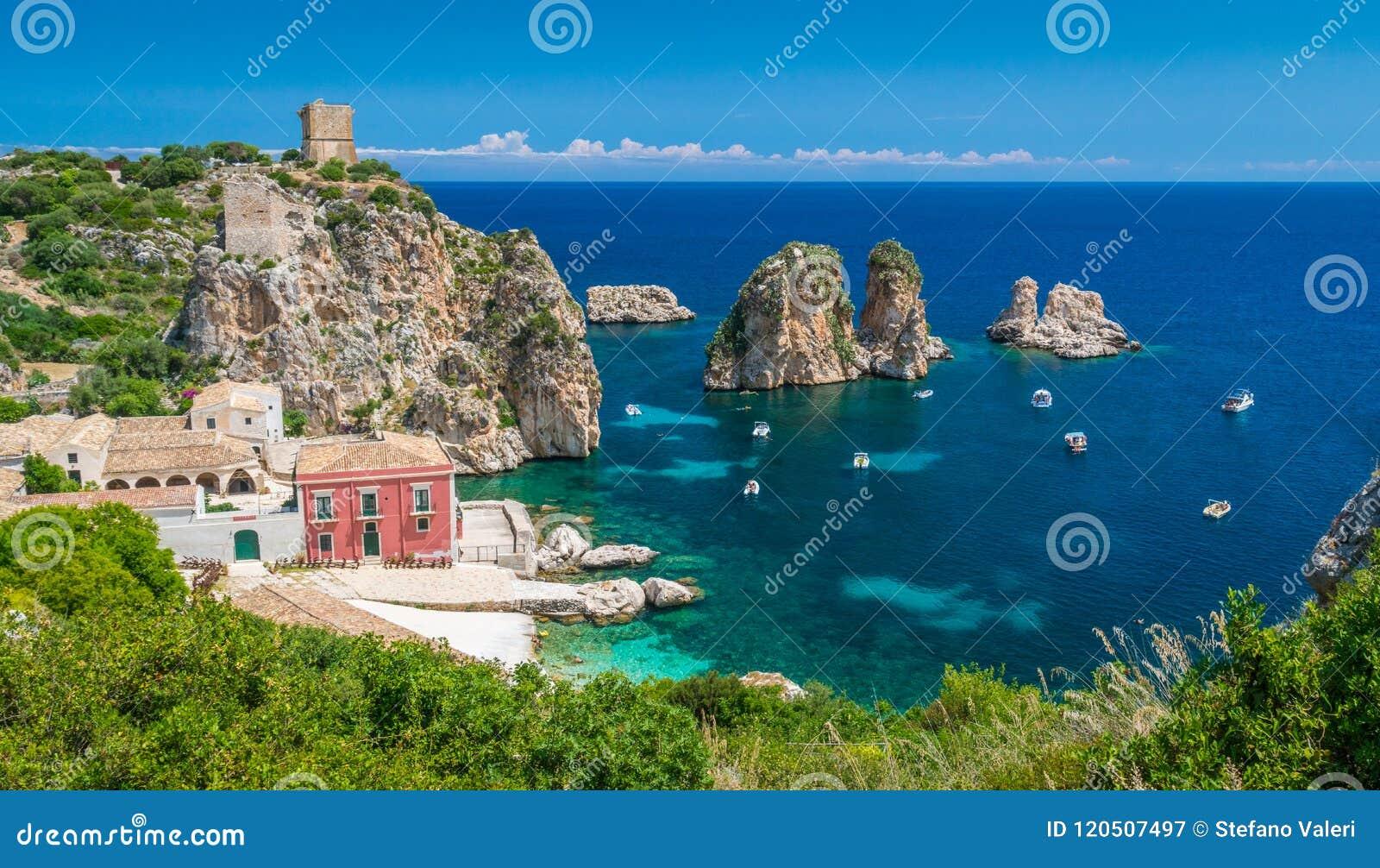 Fantastisk panorama på tonnaraen di Scopello, landskap av Trapani, Sicilien
