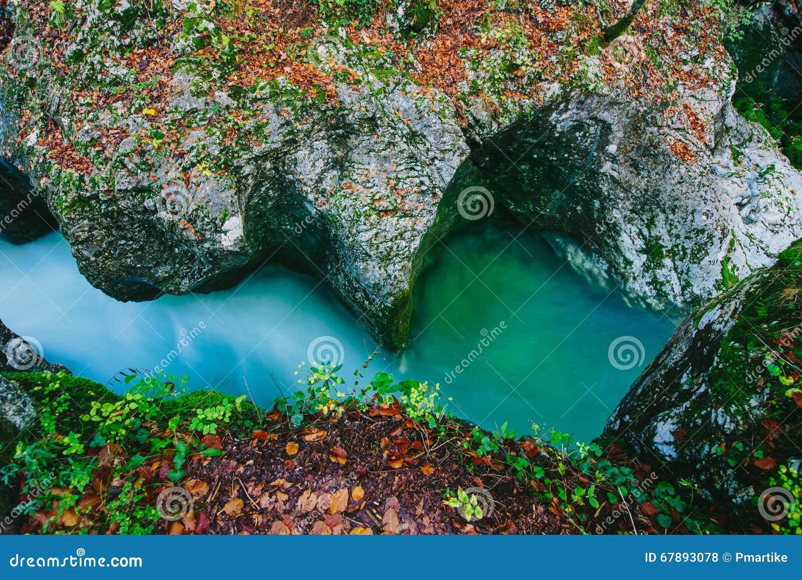 Fantastisk sikt av kanjonen Mostnica (Mostnice Korita)