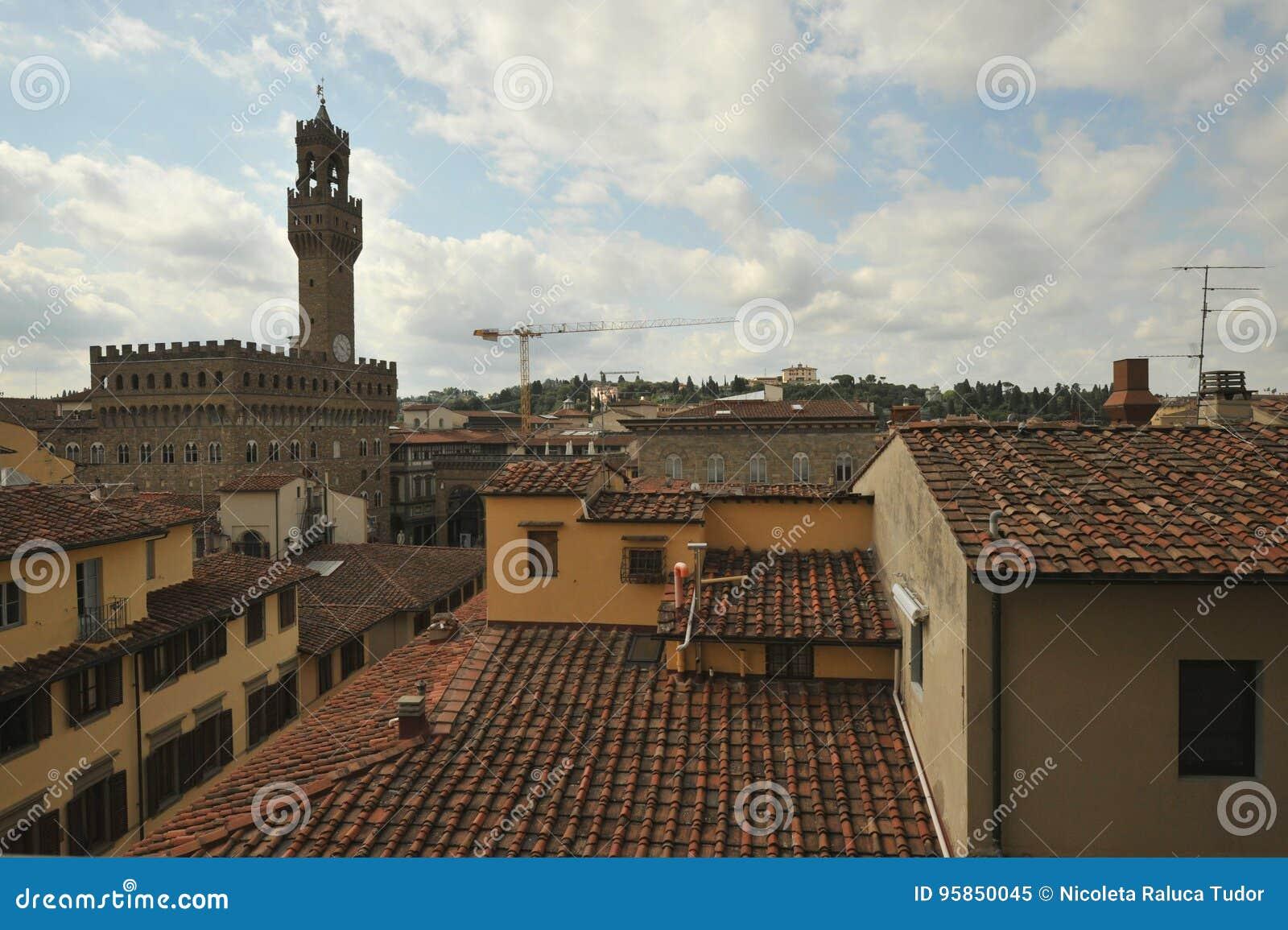 Fantastisk sikt i Florence, Palazzo Vecchio som ses från ett hotell