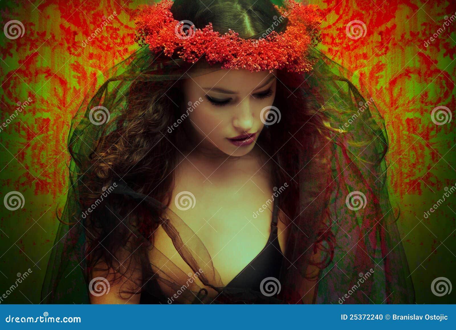 fantasy-woman-wreath-flowers-25372240.jp