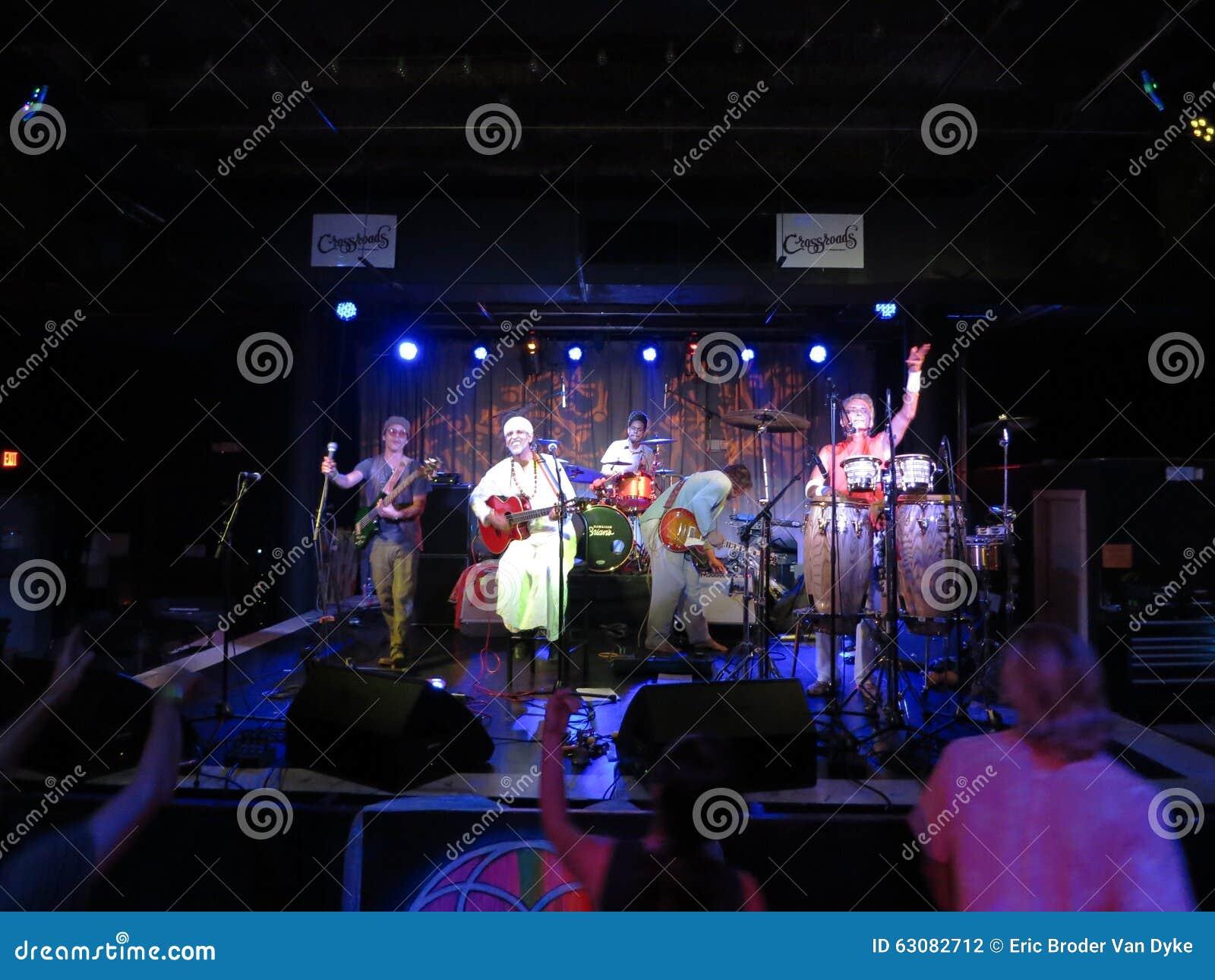Download Fantuzzi Et Bande Bloque à L'intérieur Aux Carrefours Photographie éditorial - Image du instrument, clavier: 63082712