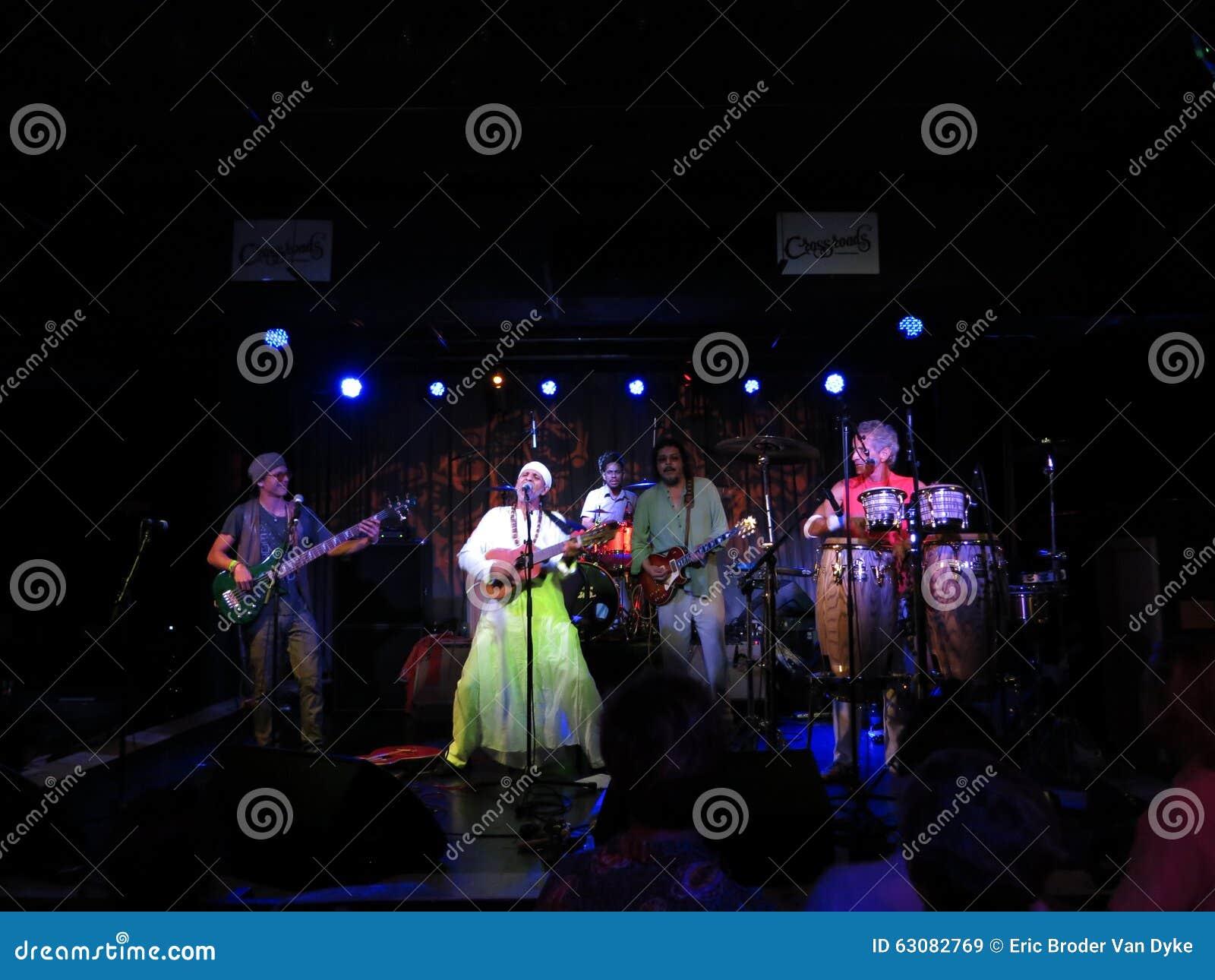 Download Fantuzzi Et Bande Bloque à L'intérieur Aux Carrefours Image stock éditorial - Image du musicien, conseils: 63082769