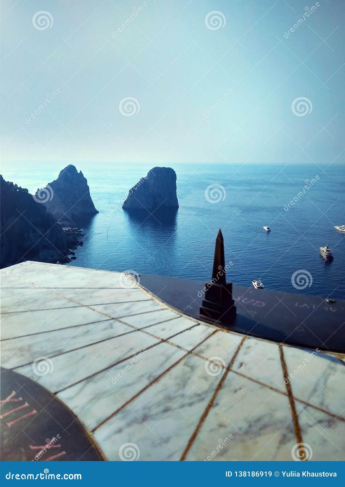 Faraglioniklippen op het Eiland Capri in de Middellandse Zee