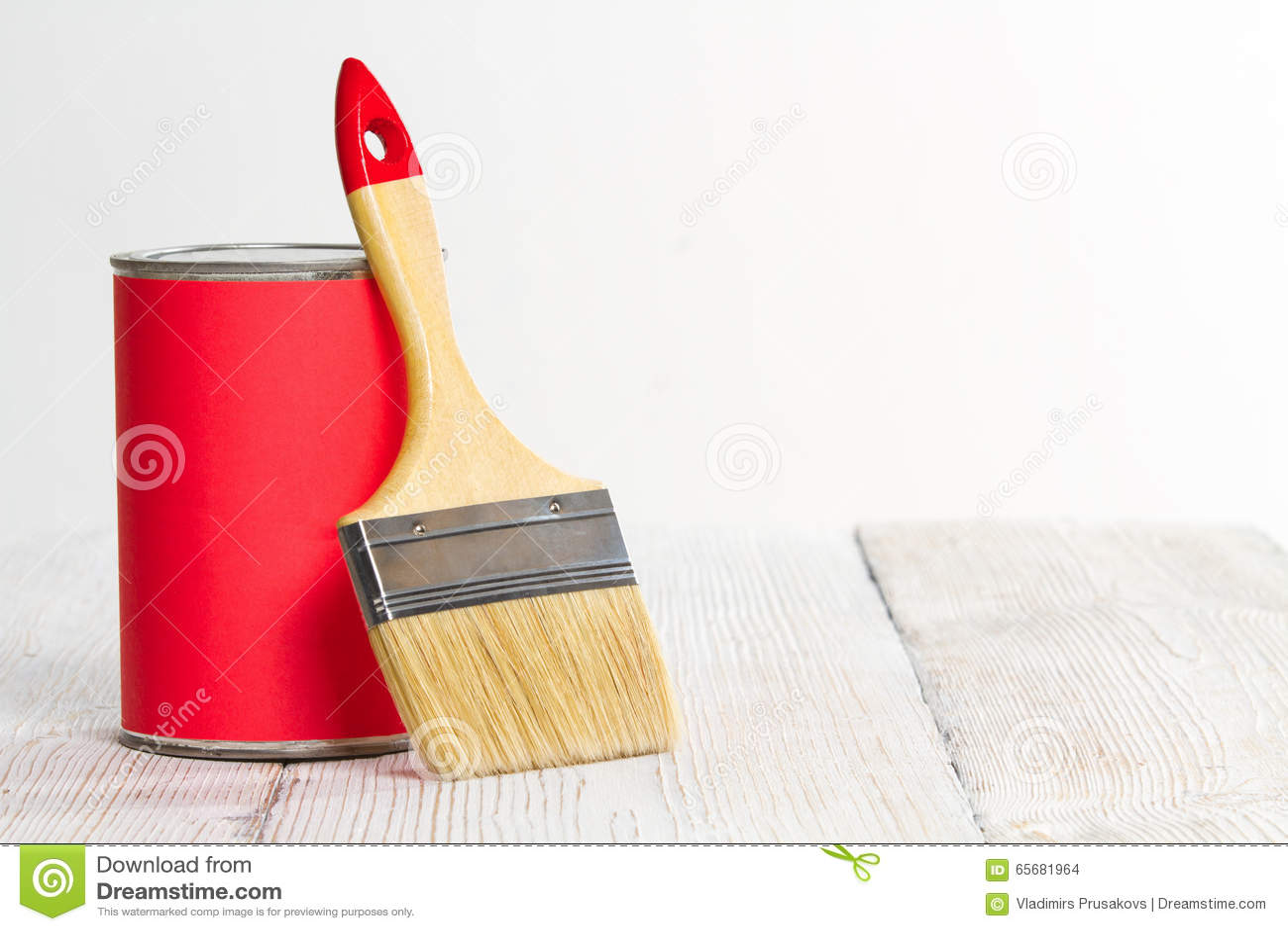 Holzfußboden Lackieren ~ Farbe kann bürsten lackieren holzfußboden weiße wand stockfoto