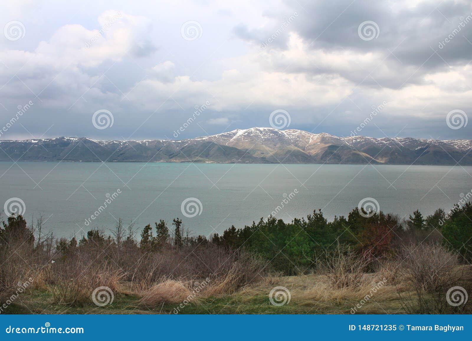 Farben von Sevan See