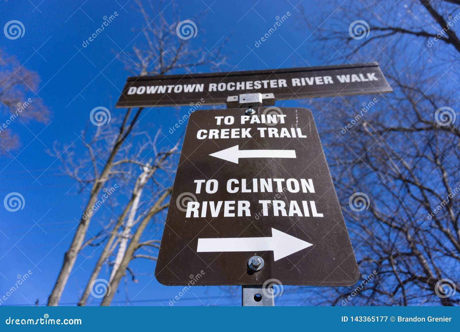 Farbennebenflussspur und Clinton-Flussspur in im Stadtzentrum gelegenem Rochester, MI
