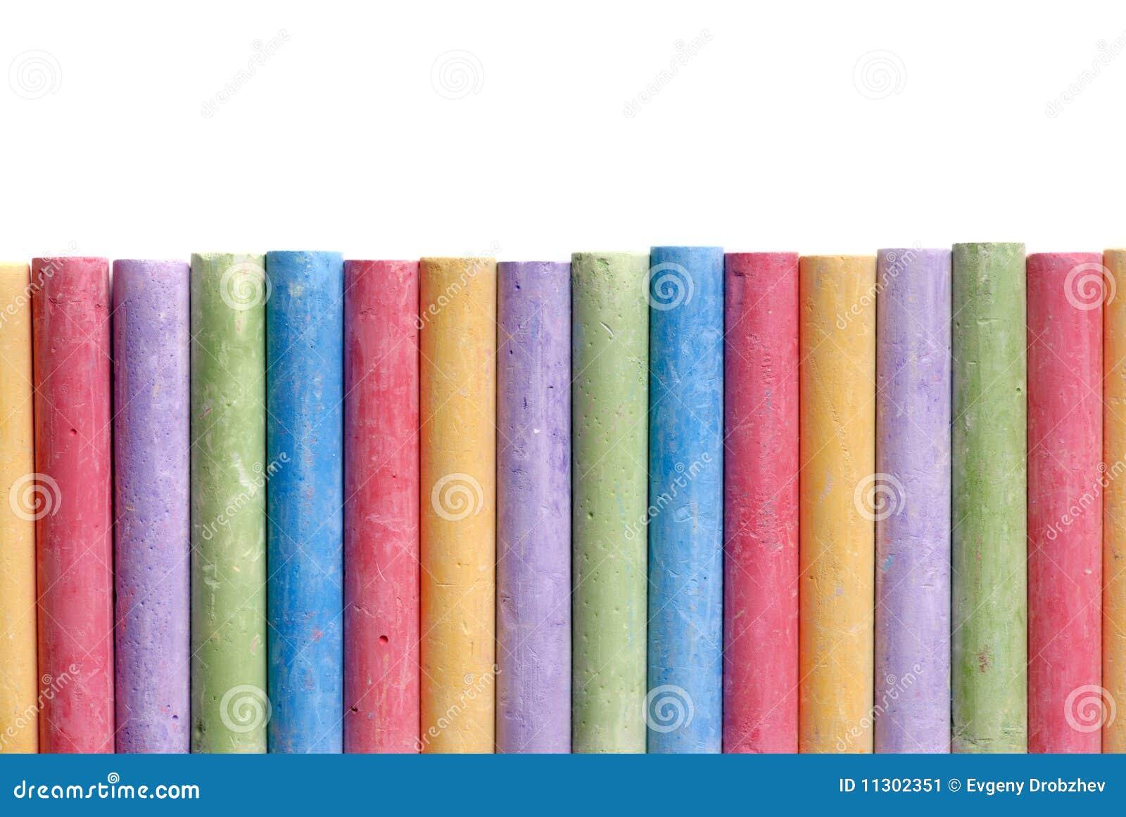 Farbenzeichenstifte angeordnet in der Zeile getrennt