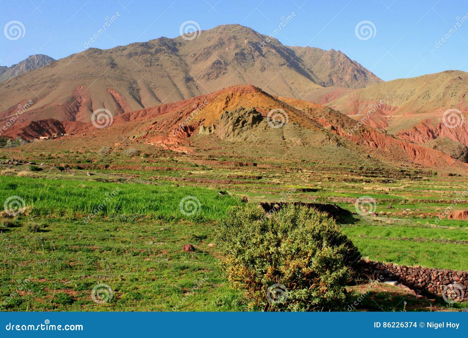 Farbige Erde in den Atlas-Bergen