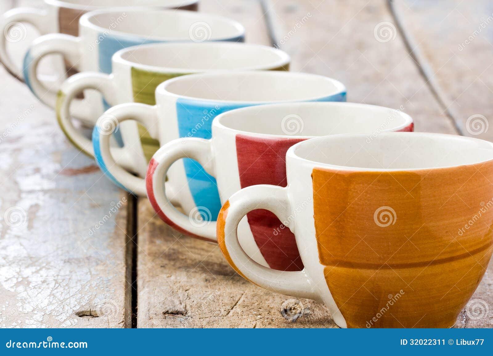 farbige kaffeetassen stockbild bild von tabelle farben. Black Bedroom Furniture Sets. Home Design Ideas