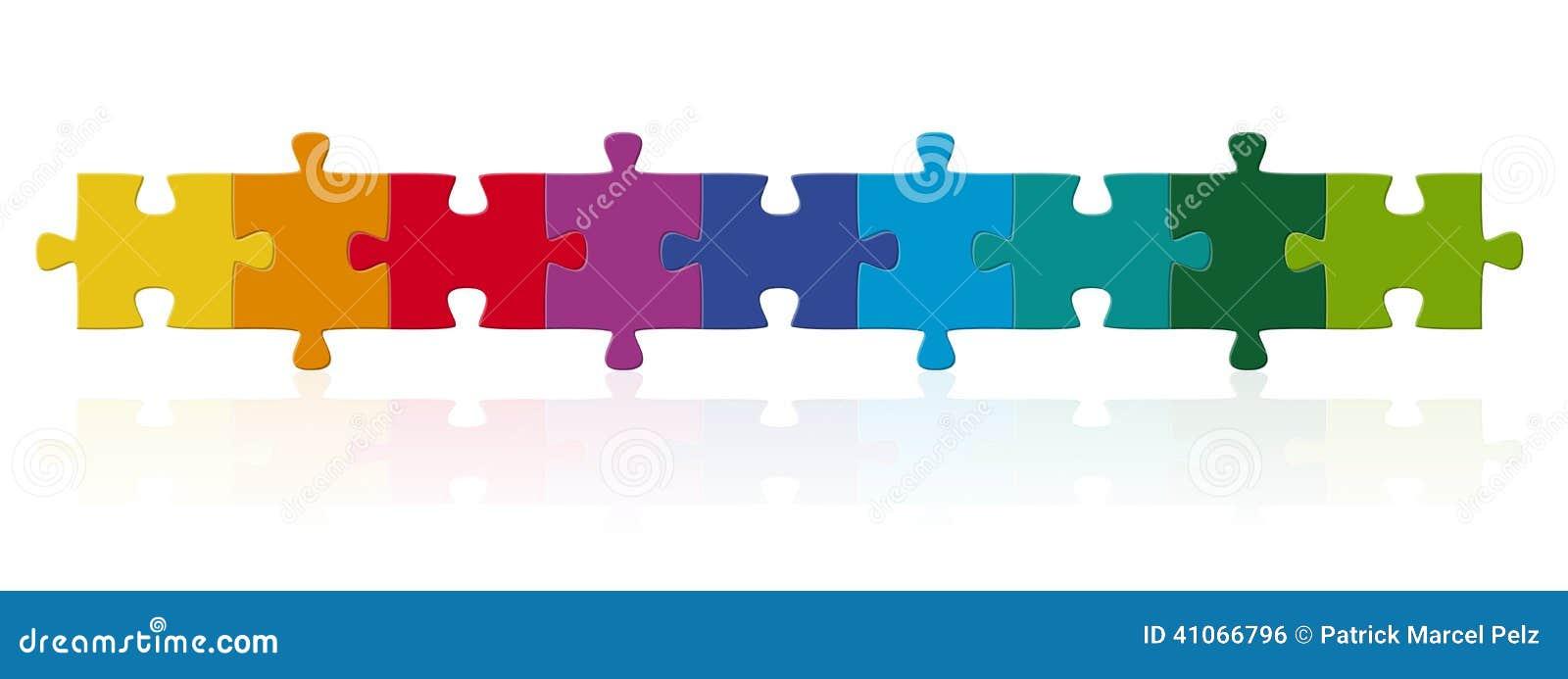 Farbige Puzzlespielstücke in den Reihen