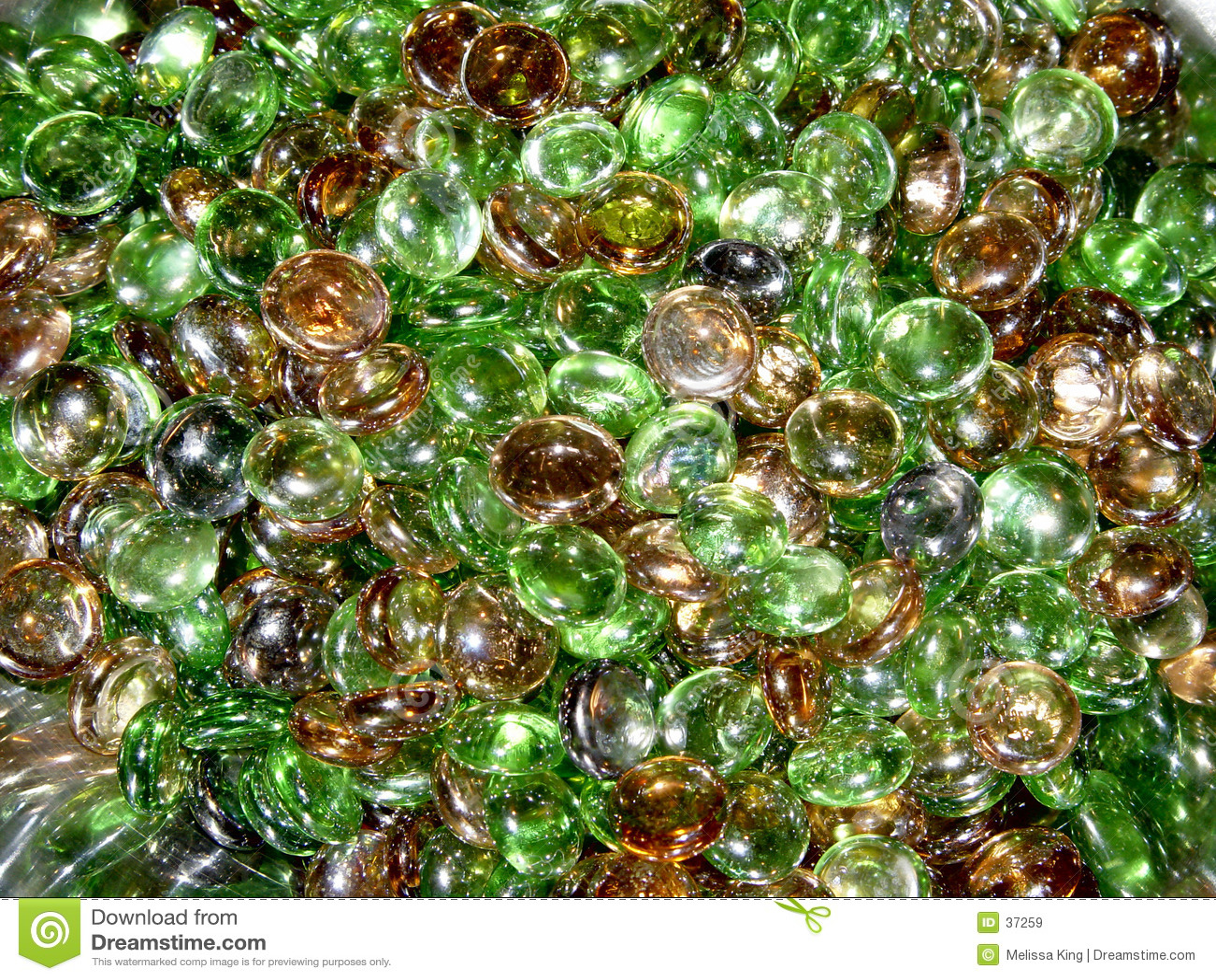Farbige Stücke rundes Glas