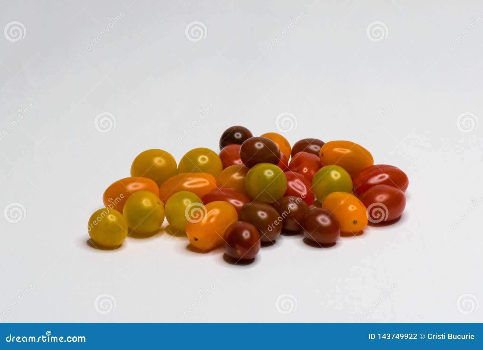 Farbiger Bio-Cherry Tomato Getrennt