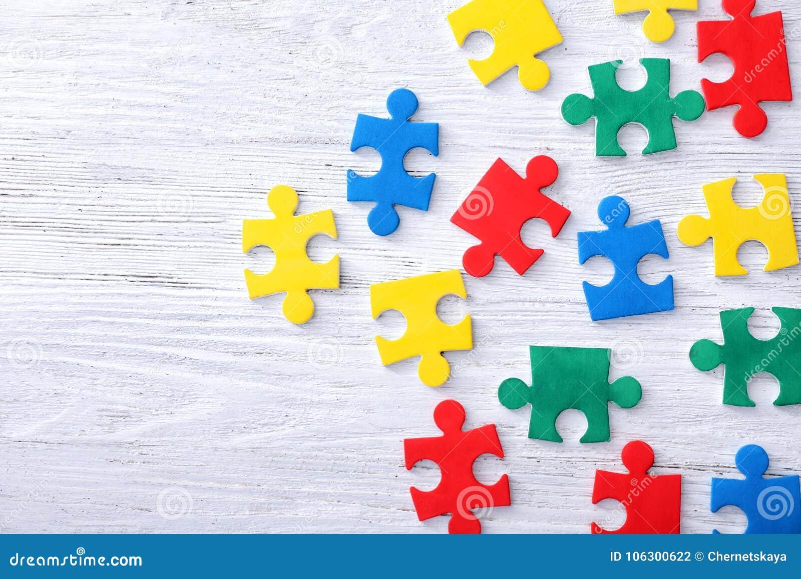 Farbpuzzlespiele auf Hintergrund