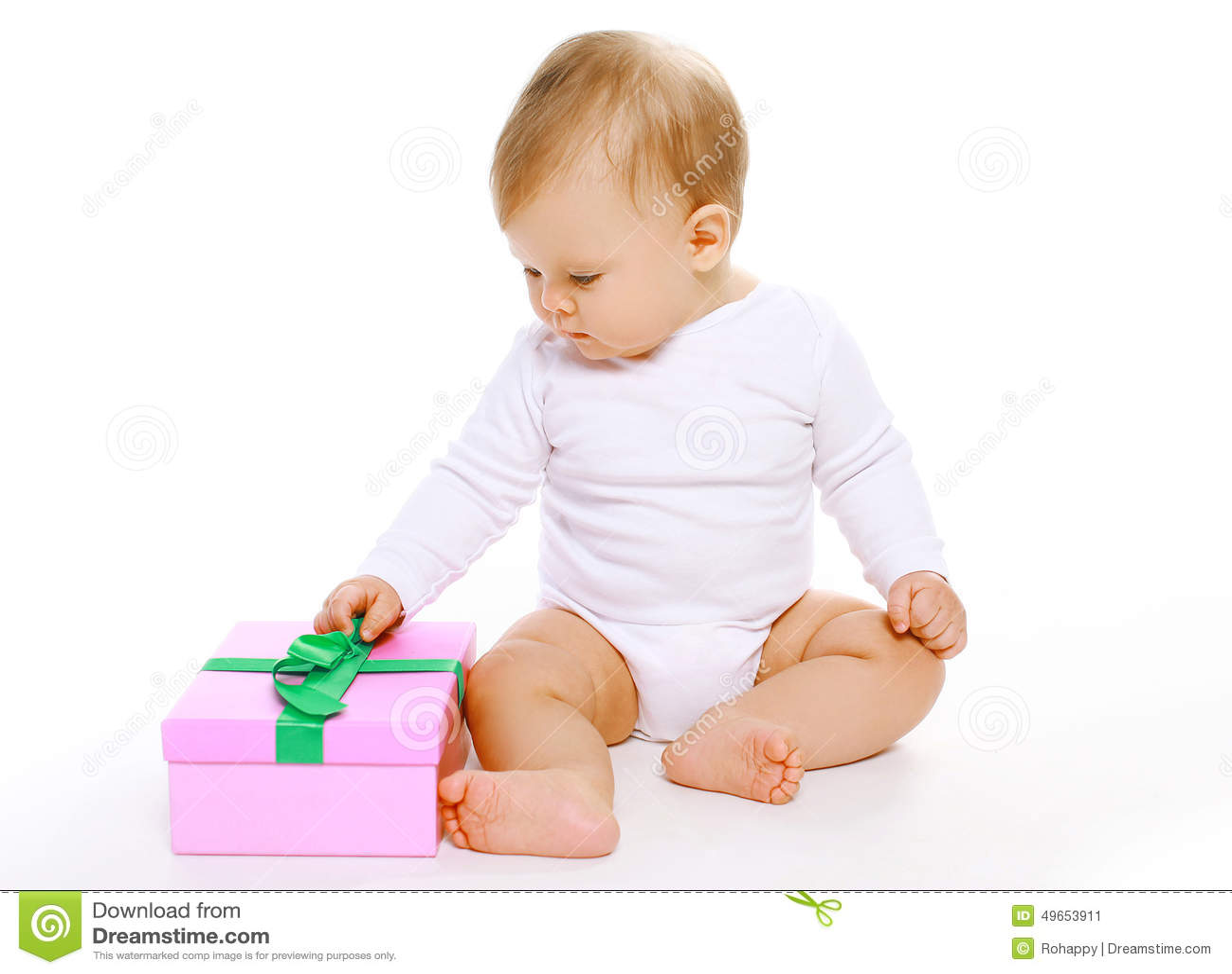 Fare da baby-sitter sveglio con il contenitore di regalo