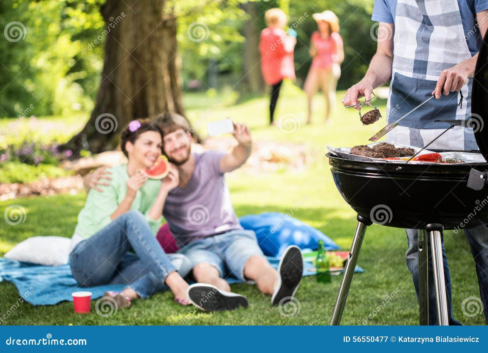 Fare griglia nel parco