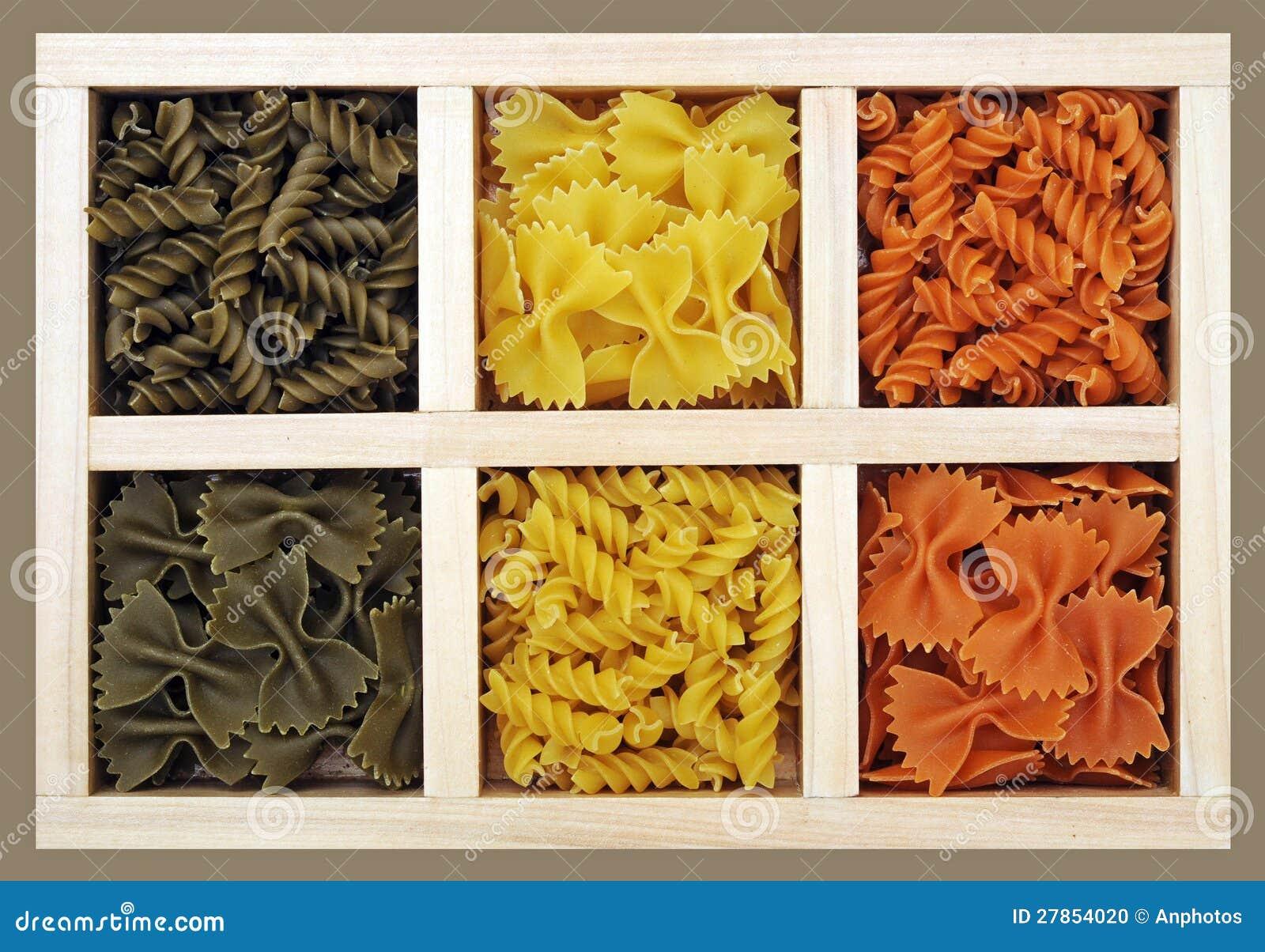 Farfalle i ślimakowaty makaron