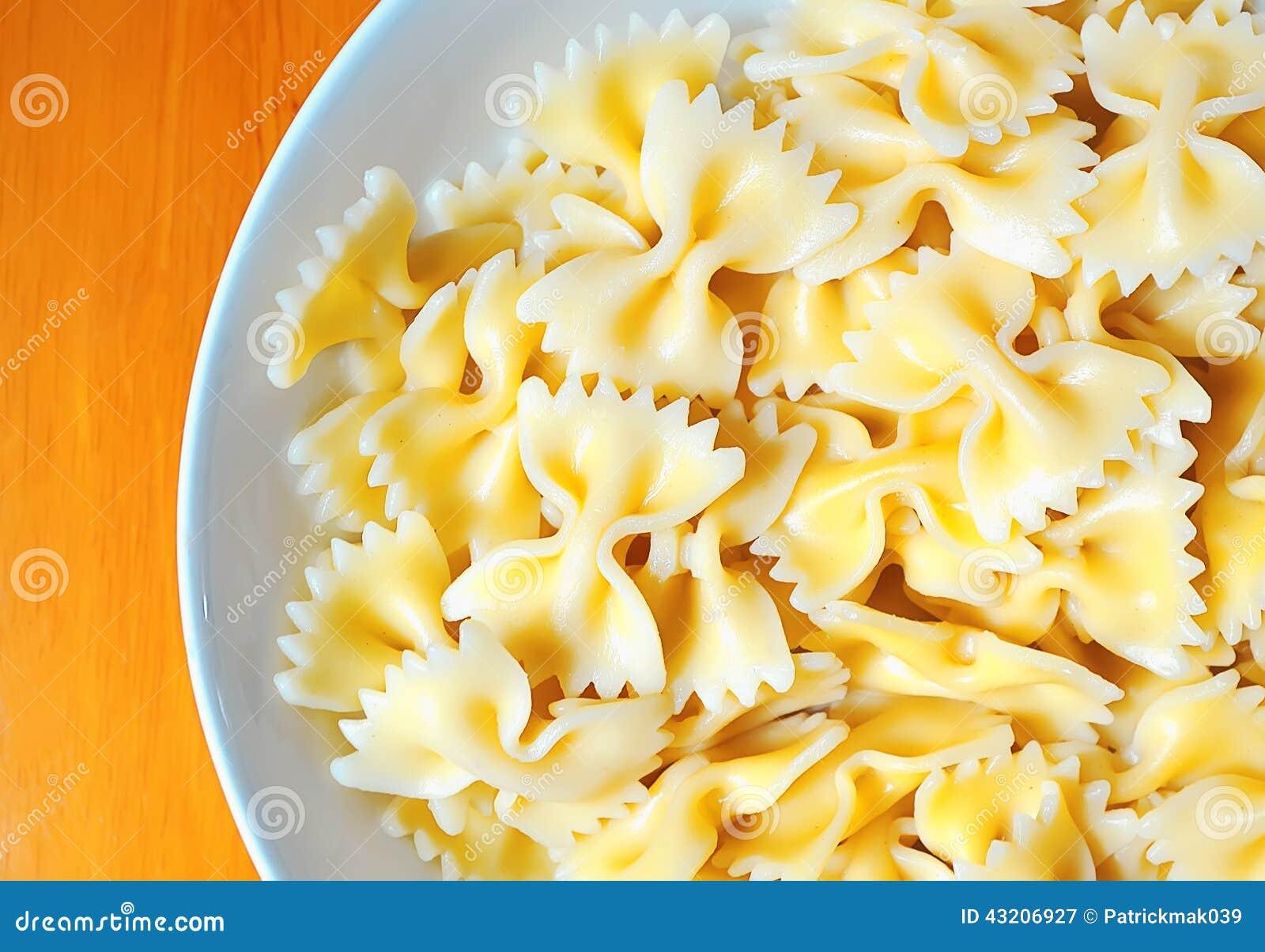 Download Farfalle pasta fotografering för bildbyråer. Bild av italienare - 43206927