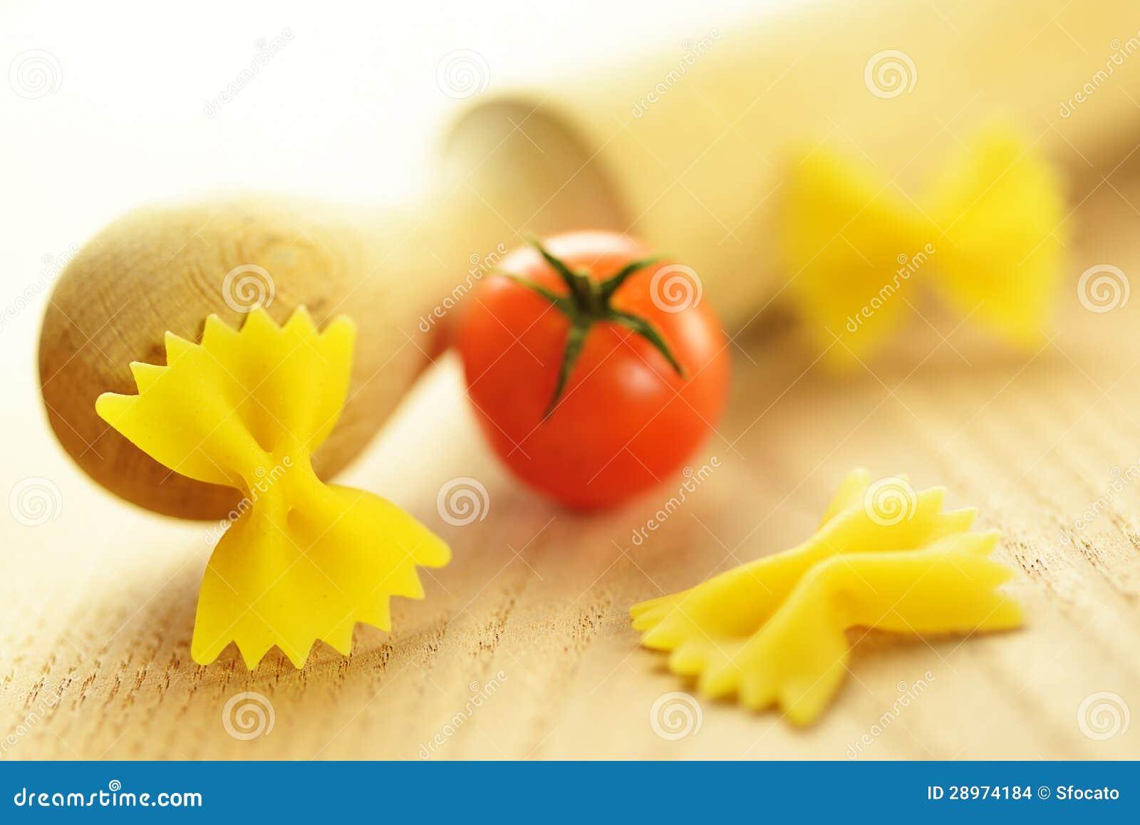 Farfalle, włoski surowy makaron