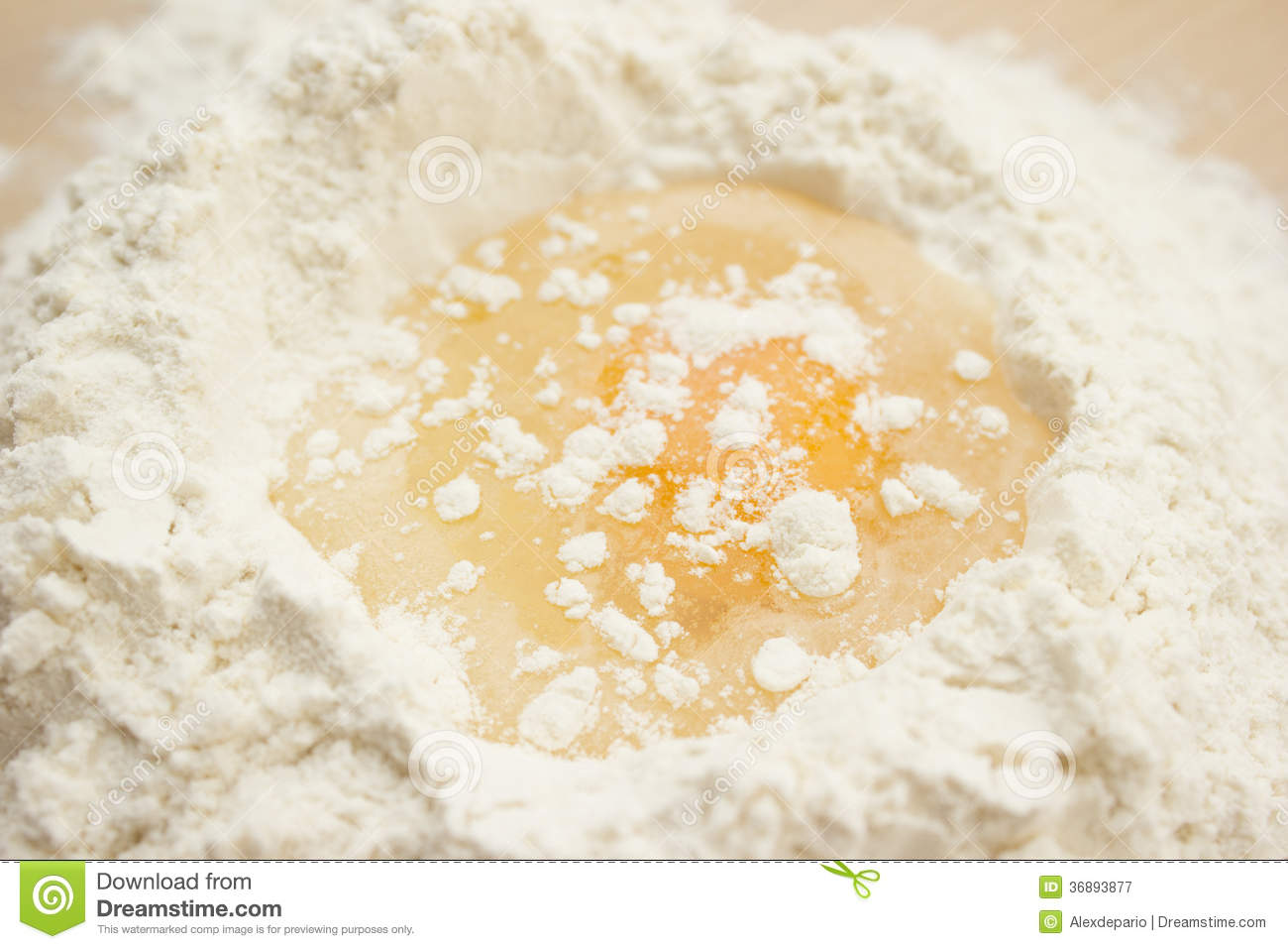 Download Farina ed uovo immagine stock. Immagine di ingrediente - 36893877