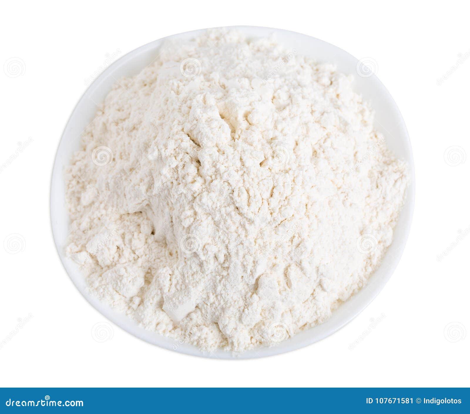 Farine de blé dans la cuvette en céramique