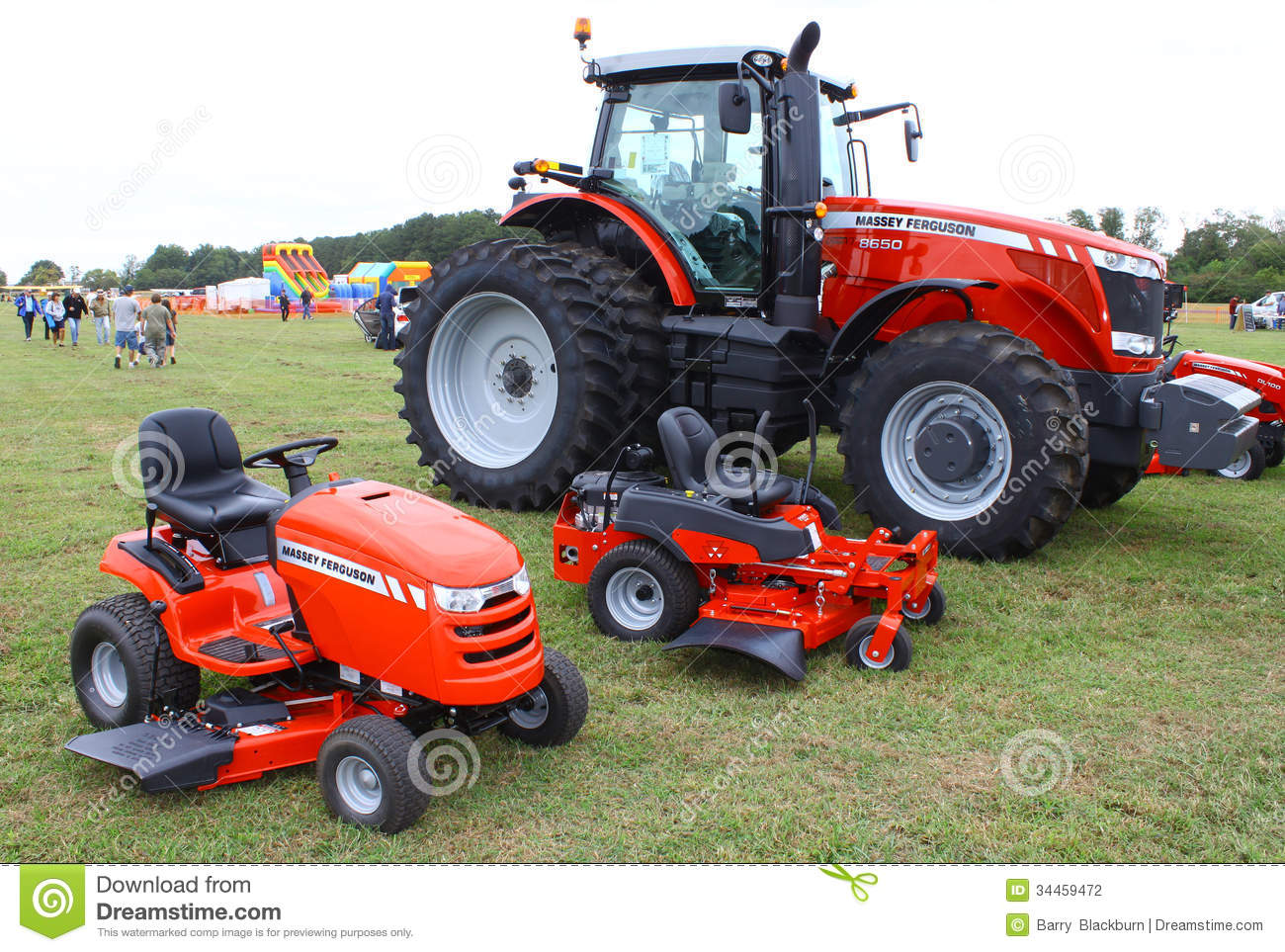 Massey Ferguson Yard Tractors : Farm and lawn tractors editorial photography image