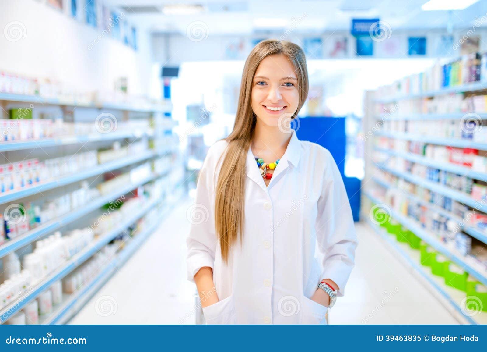 Farmaceuta chemika kobiety pozycja w aptece