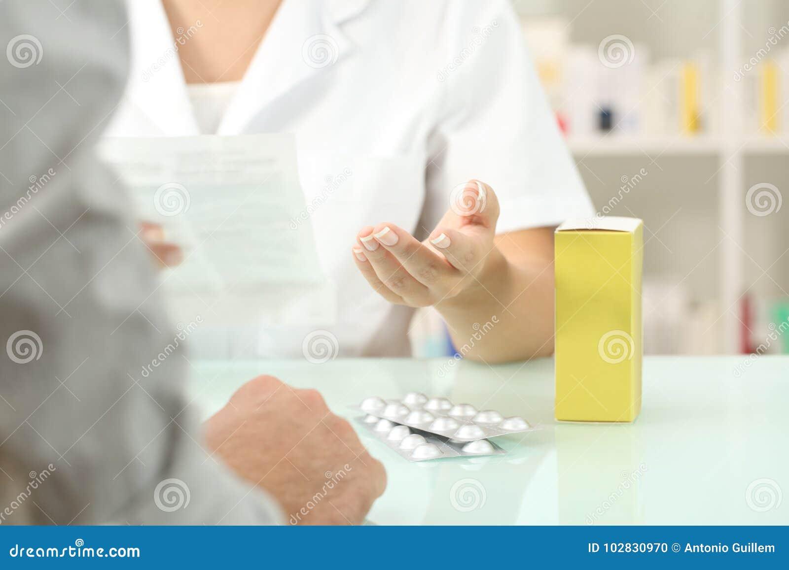 Farmaceuty czytelnicza ulotka medycyna pacjent