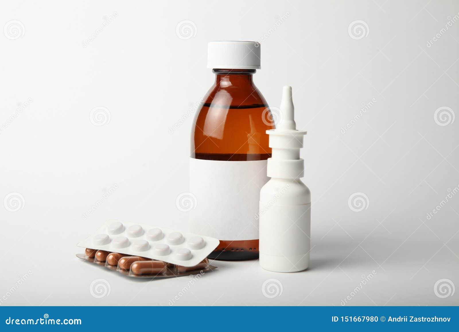 Farmacologische geneesmiddelen voor koude en griepvirus Antibiotica, dalingennevel in de neus