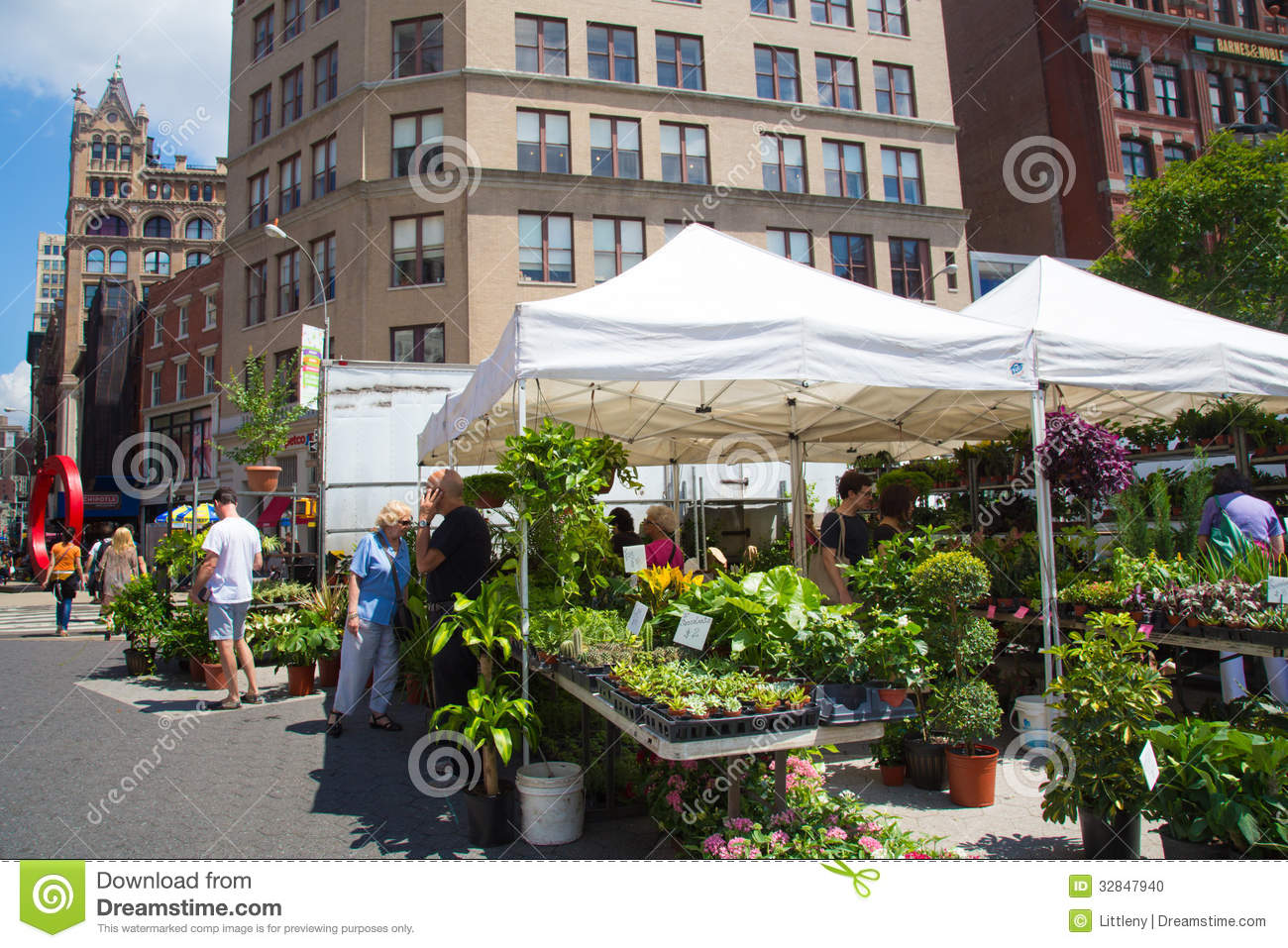Farmers greenmarket nyc editorial image image 32847940 for Flowers union square nyc