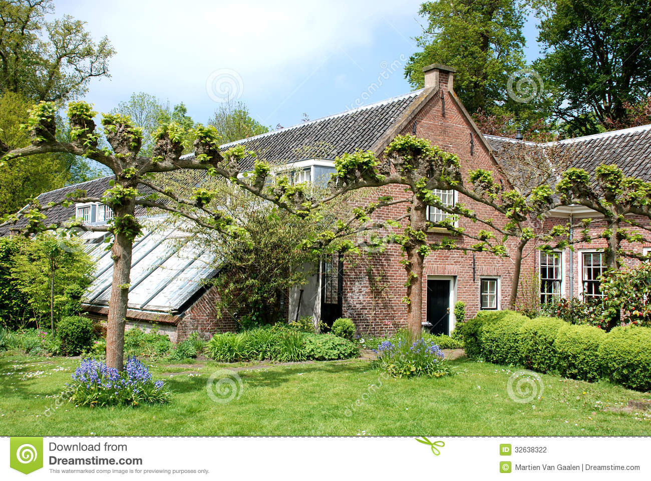 Farmhouse on the estate duivenvoorde stock photography for Farm house netherlands