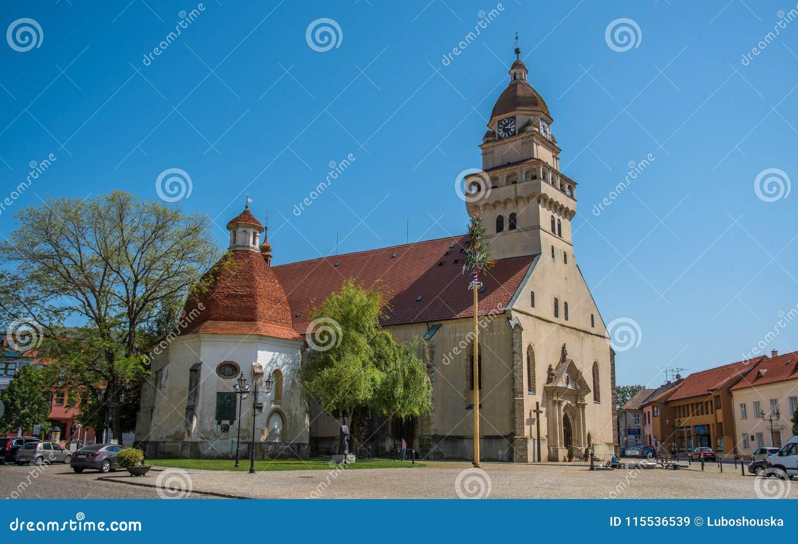 Farnego kościół St Michael i kaplica St Ann, Skalica, Sistani