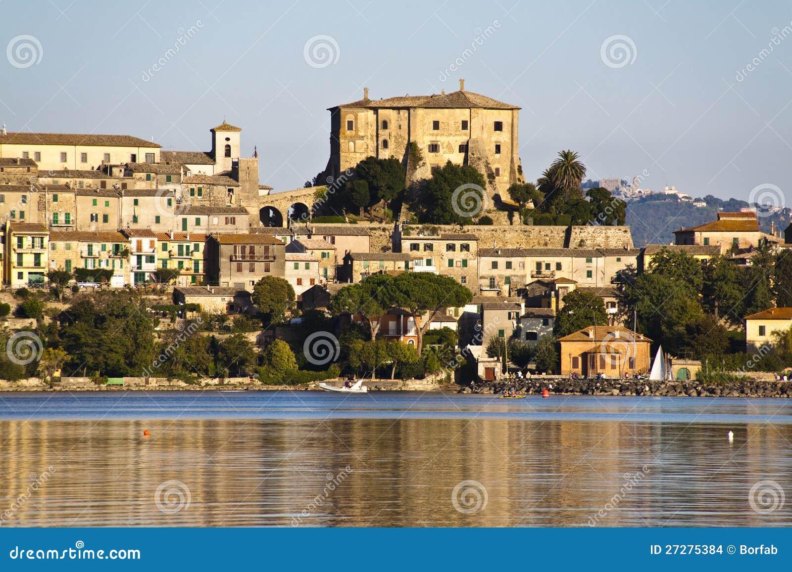 Farnese slott i capodimonte - Bolsena Italien