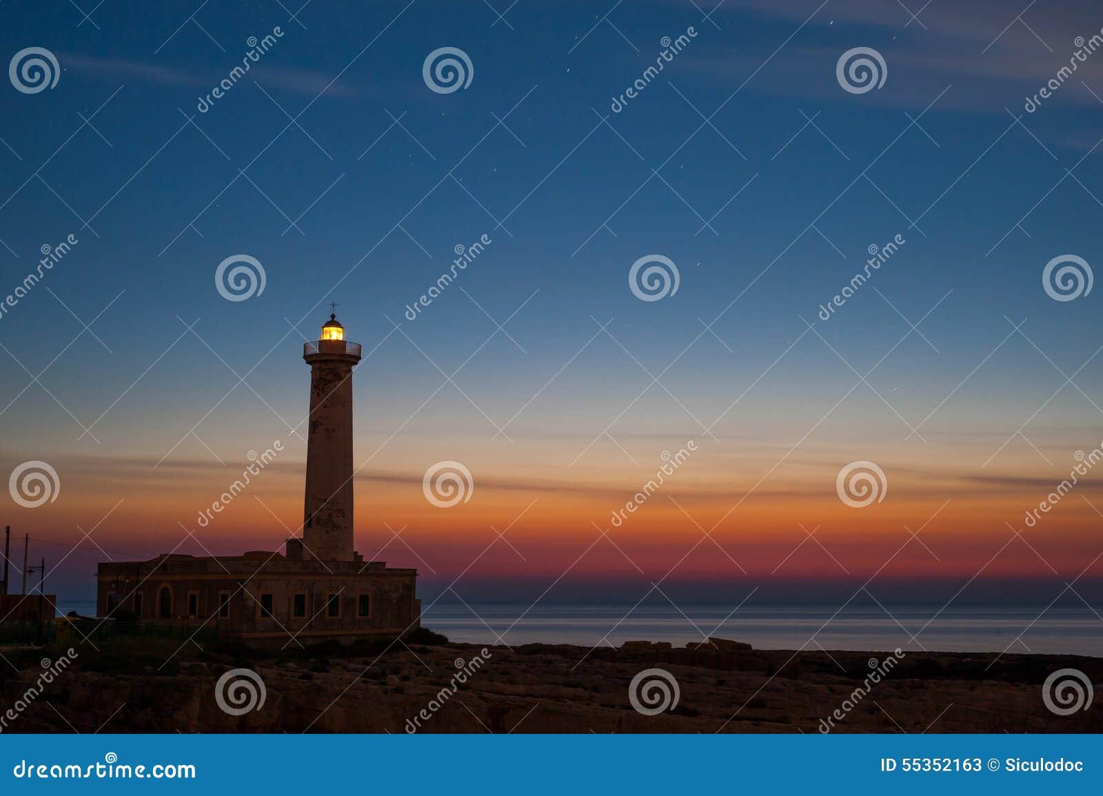 Faro all alba…
