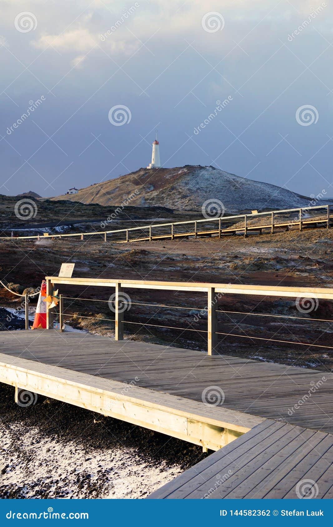 Faro cerca del área geotérmica de Gunnuhver