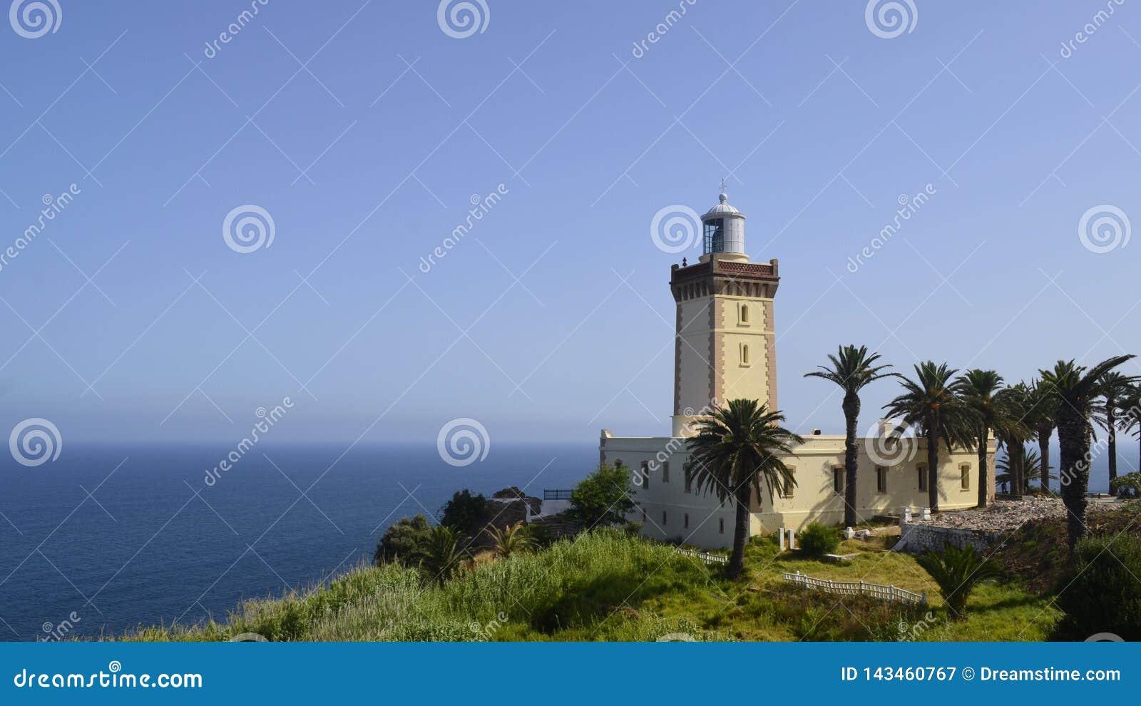 Faro della barca sulla frontiera fra l Africa ed Europa mediterranee ed atlantiche