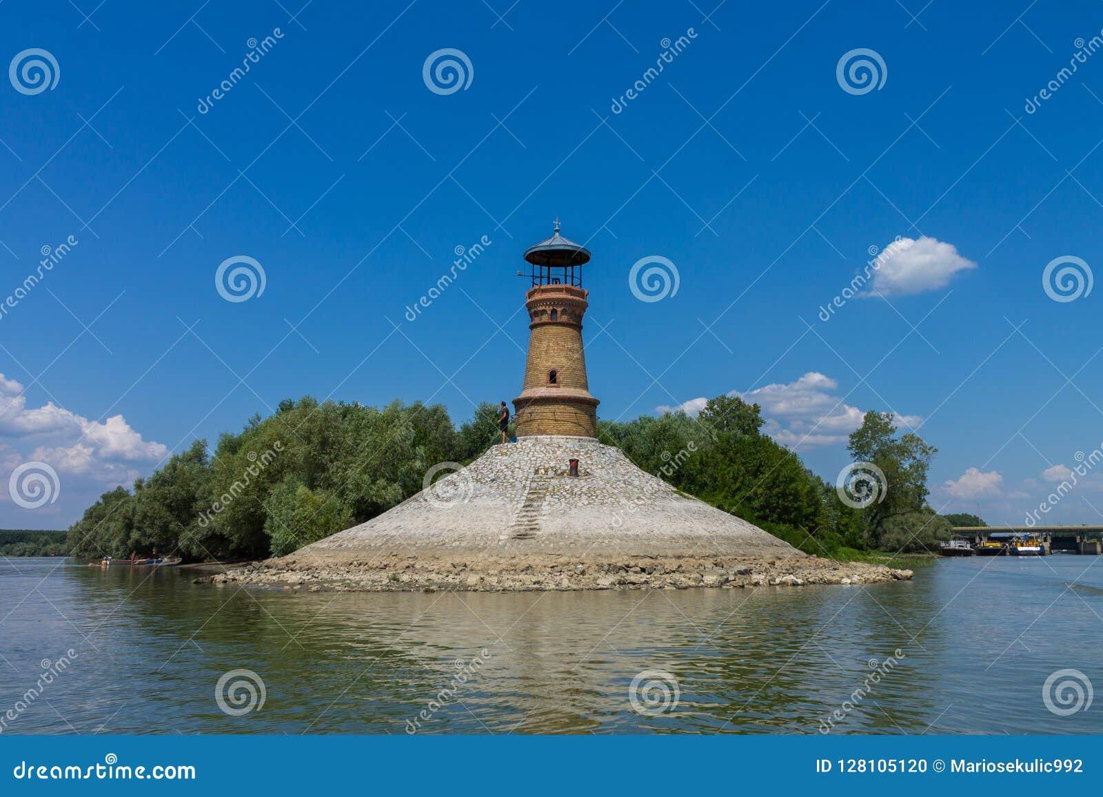 Faro en el río de Dunav cerca de Belgrado