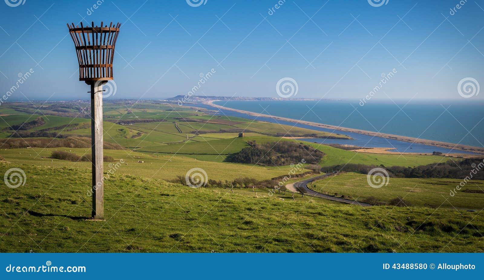 Faro en una colina que pasa por alto el priorato de Abbotsbury