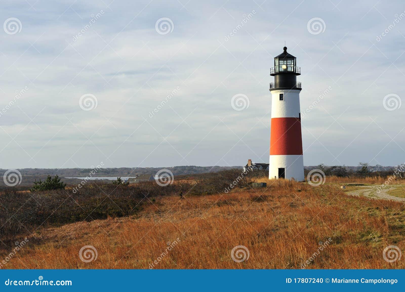 Faro ligero principal Nantucket de Sankaty en otoño