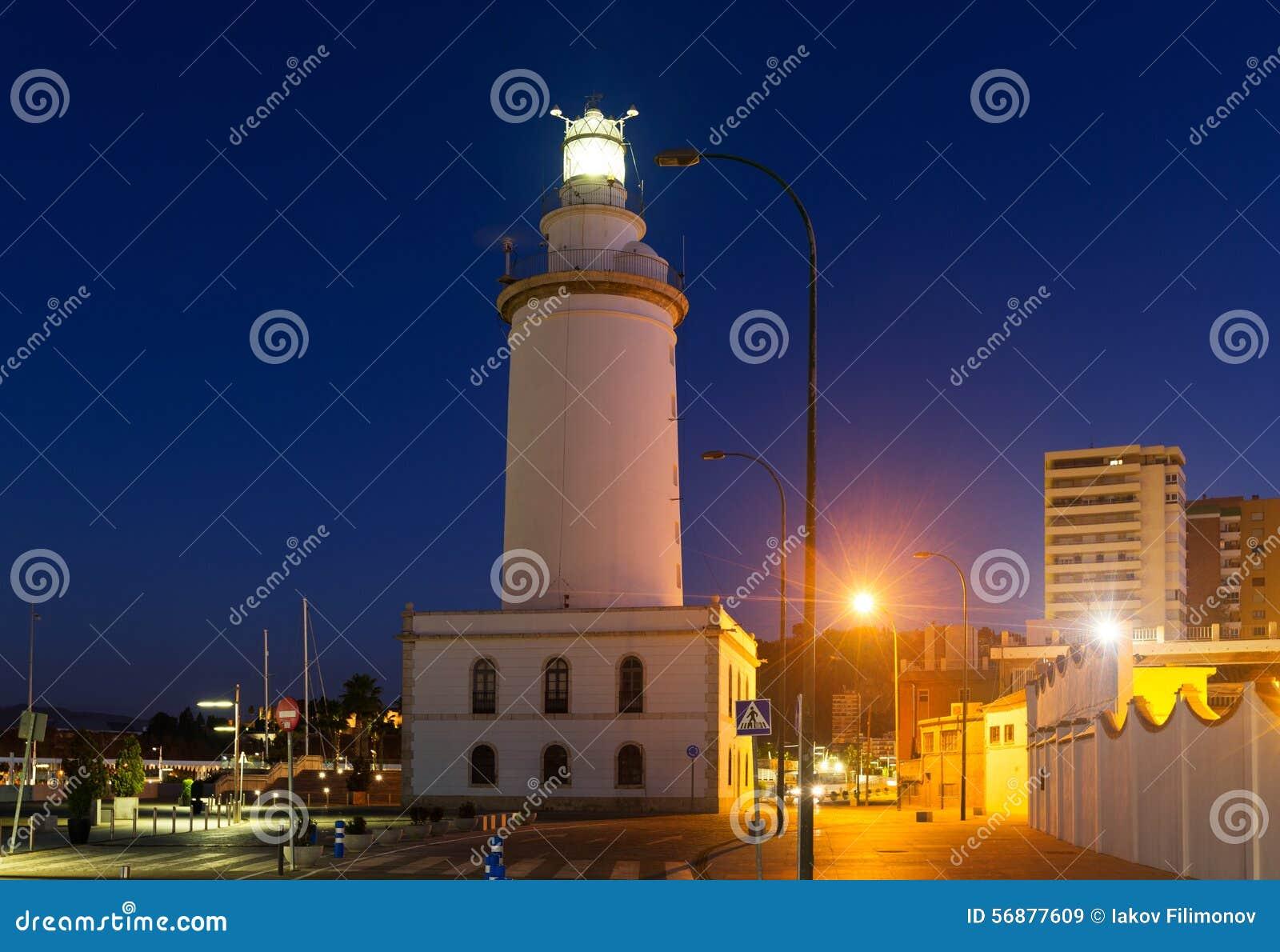 Faro a Malaga nella sera