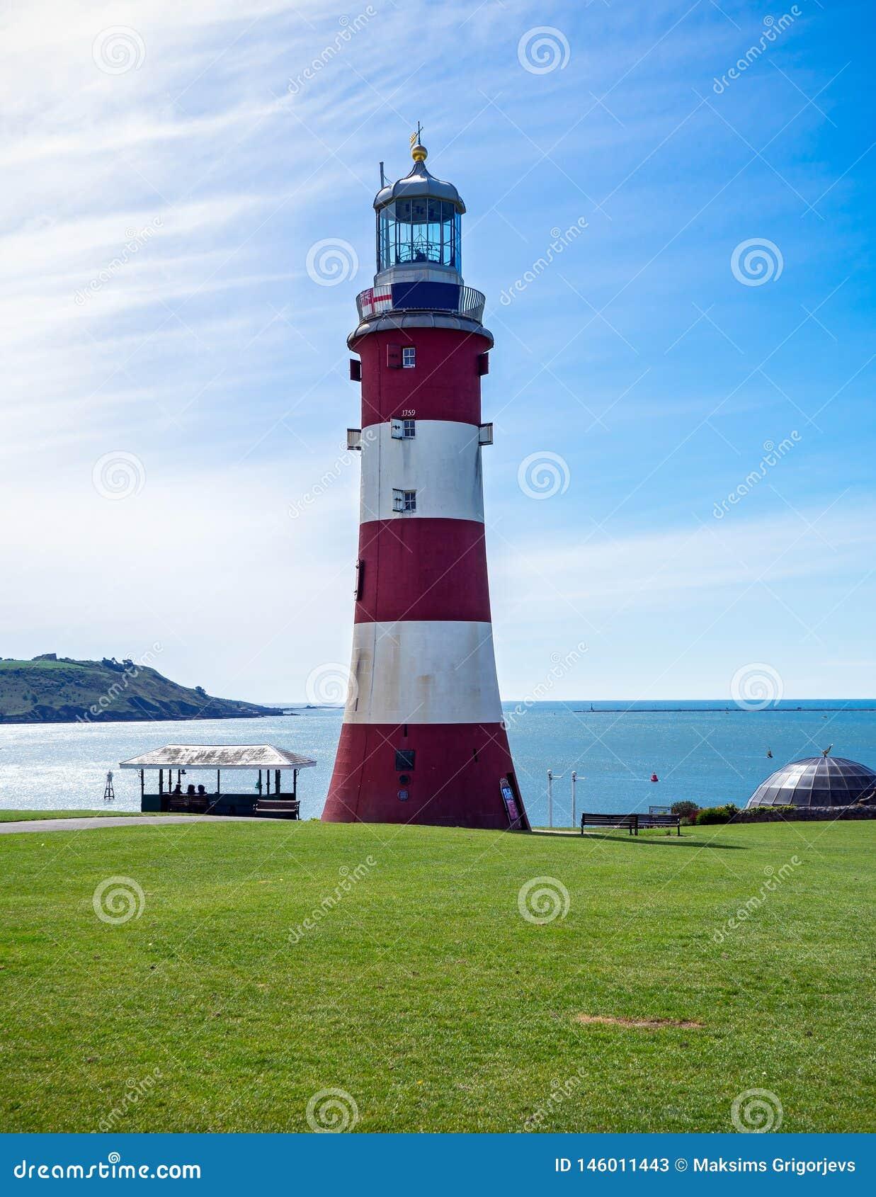 Faro rosso e bianco in Plymouth, Gran Bretagna della torre di Smeaton, il 3 maggio 2018