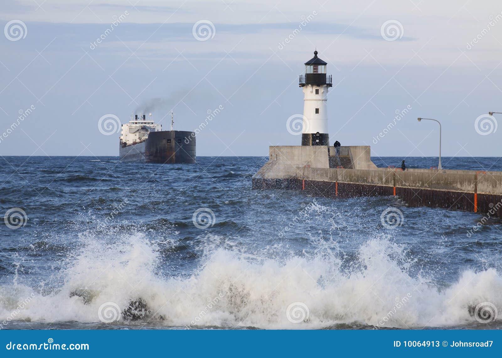 Farol & navio do cais de Duluth N
